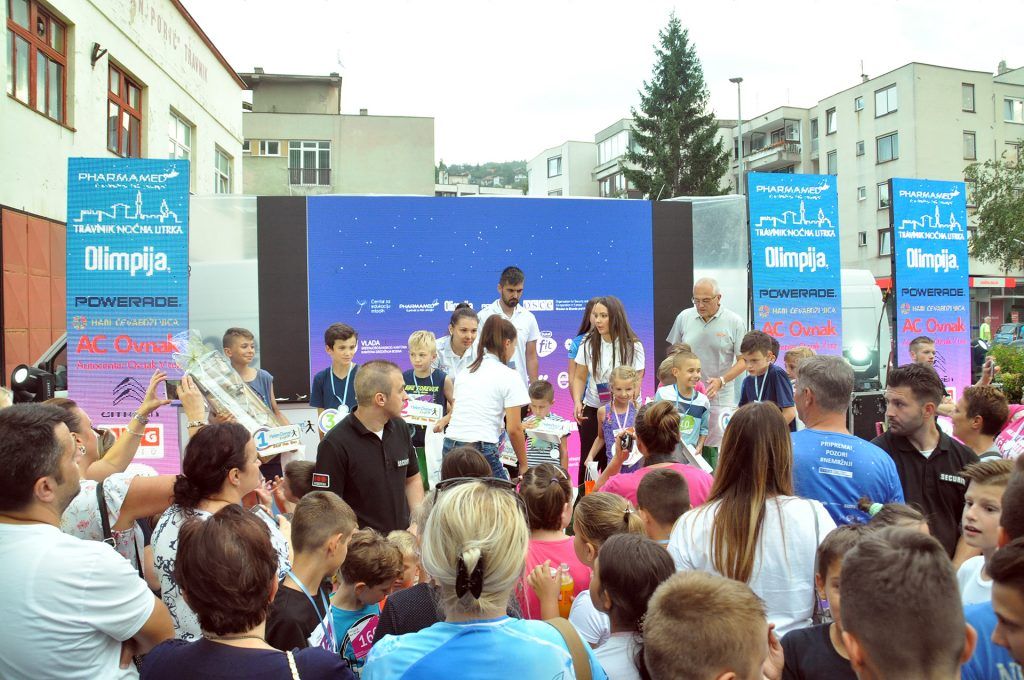 Gotovo 1.200 trkača na 3. Pharmamed Travnik noćnoj utrci