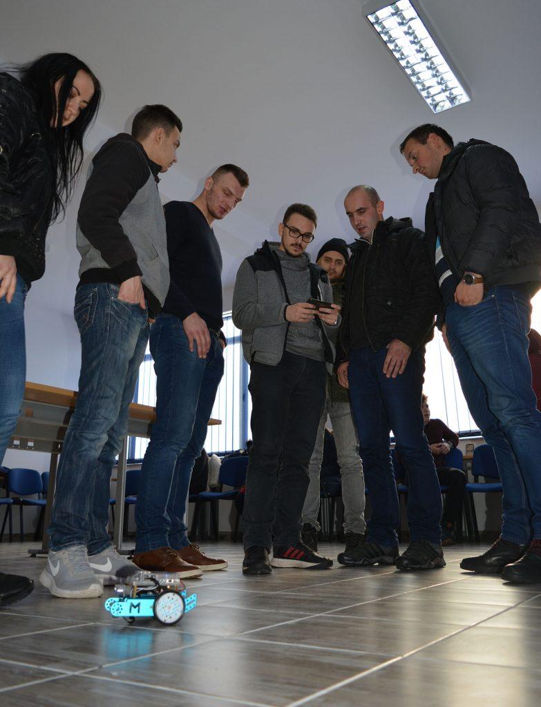 """FITovci organiziraju Tjedan robotike na Sveučilištu """"VITEZ"""" u Travniku"""