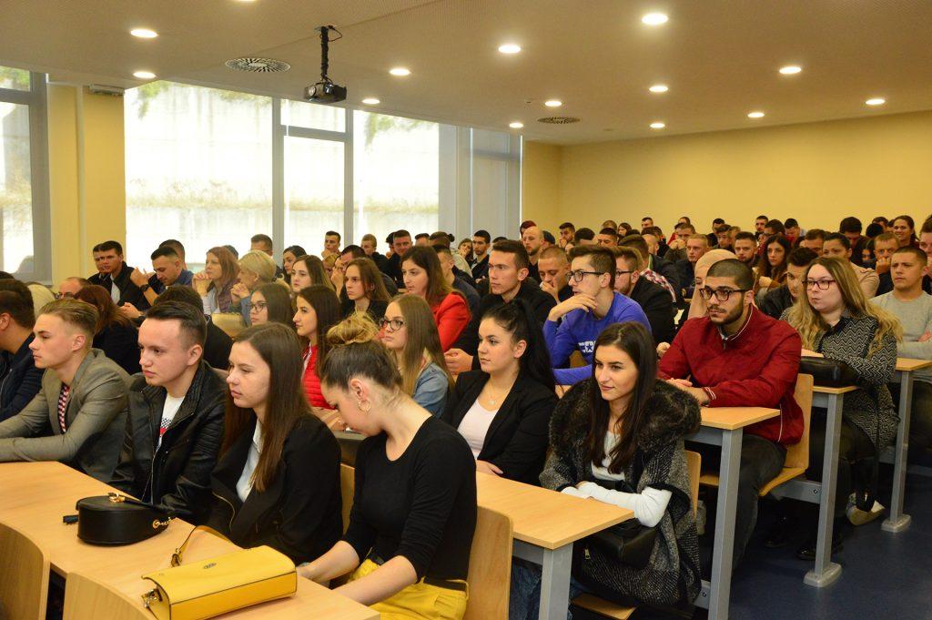Svečana podjela indeksa na Internacionalnom Univerzitetu u Travniku