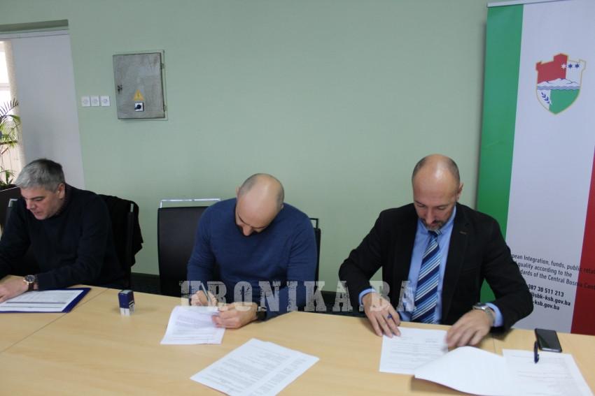 """Potpisani ugovori za implementaciju projekta """"Digitalizacije-unapređenja procesa javne uprave"""""""