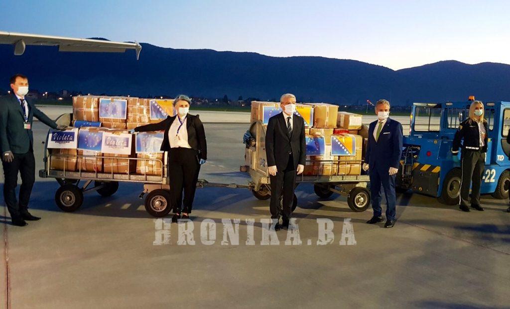 Na Aerodrom Sarajevo sletio avion pun opreme za 38 zdravstvenih institucija u BiH