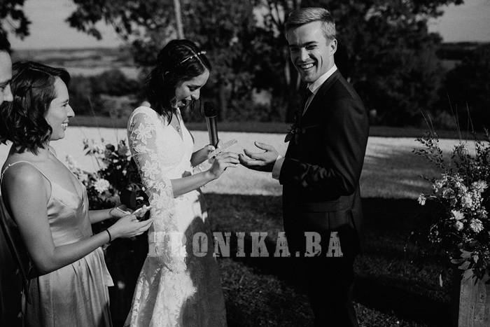 Bh.studio Dario & Jakov potpisuje fotografije prekrasnog vjenčanja u malom francuskom selu Lupiac