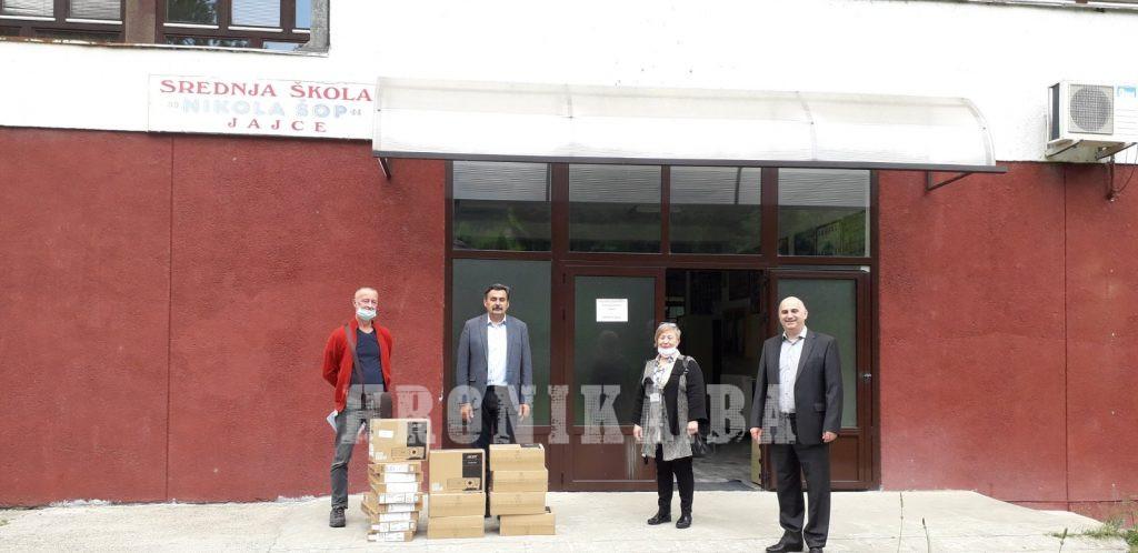 Učenici  iz Jajca, dobitnici priznanja Max van der Stoel, investiraju u svoje škole