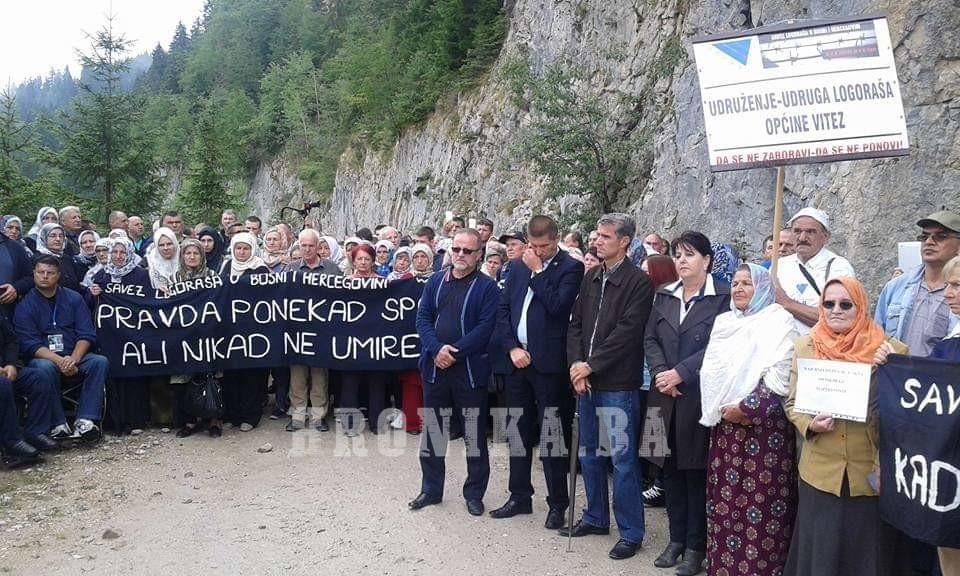 Obilježena godišnjica zločina na Korićanskim stijenama: Za ubijene logoraše 224 ruže