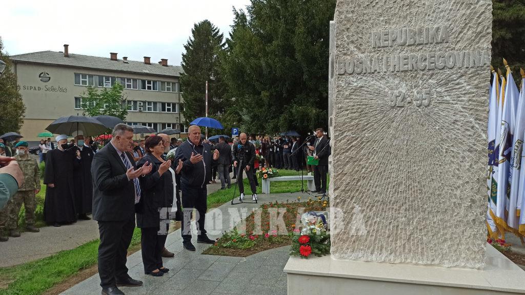U Travniku otkriveno spomen-obilježje 7. Korpusa Armije R BiH