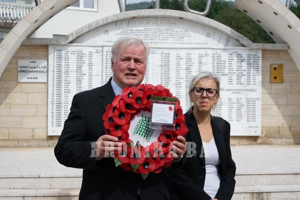 Bivši britanski oficir Bob Stewart i grupa parlamentaraca Velike Britanije posjetili Ahmiće